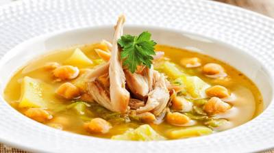 Puchero de pollo con garbanzos