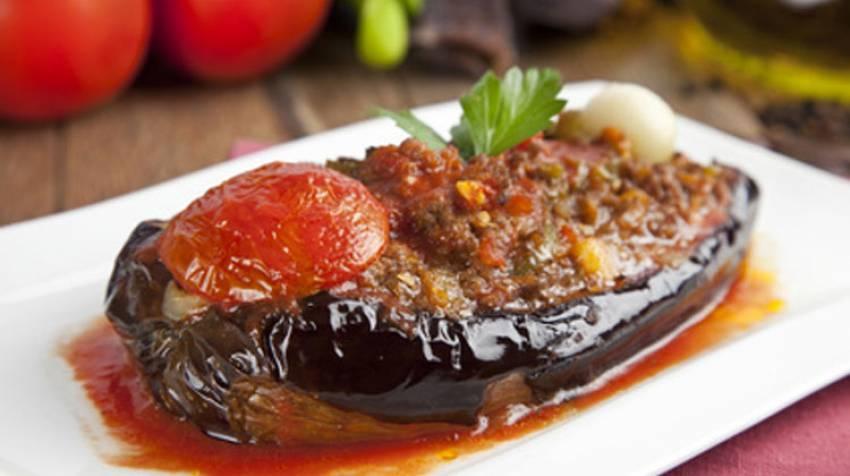 Berenjenas rellenas con salsa