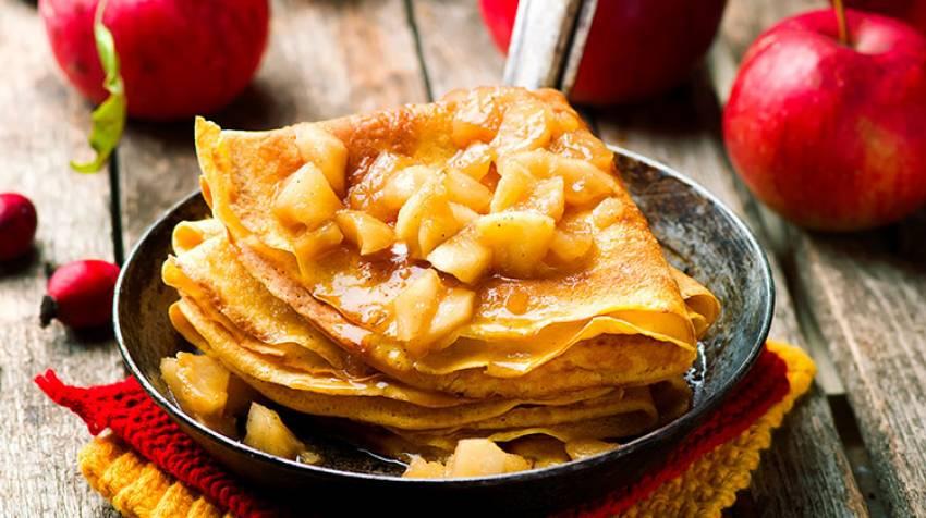 Crêpes con manzana confitada
