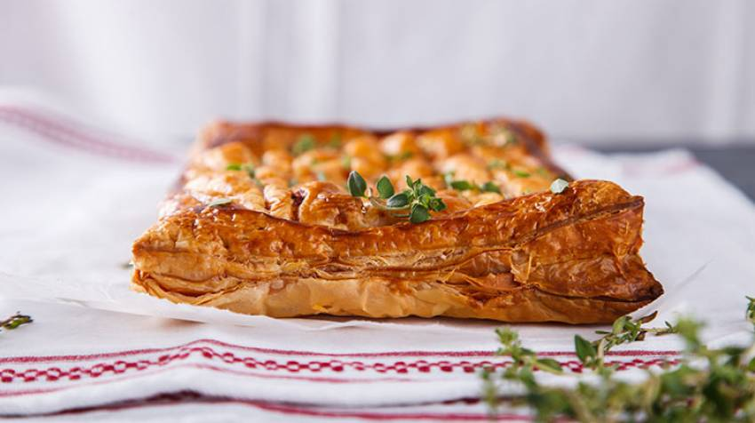 Empanada de pescado blanco con berenjena y tomate