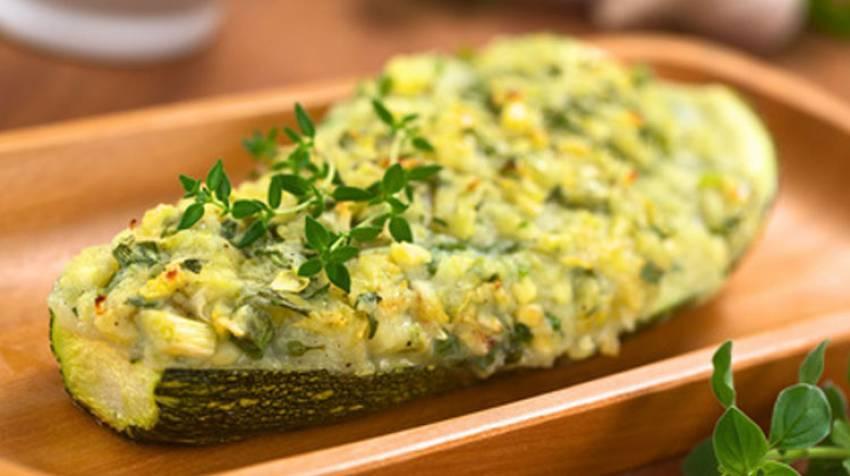 Calabacines rellenos con bechamel a los 4 quesos