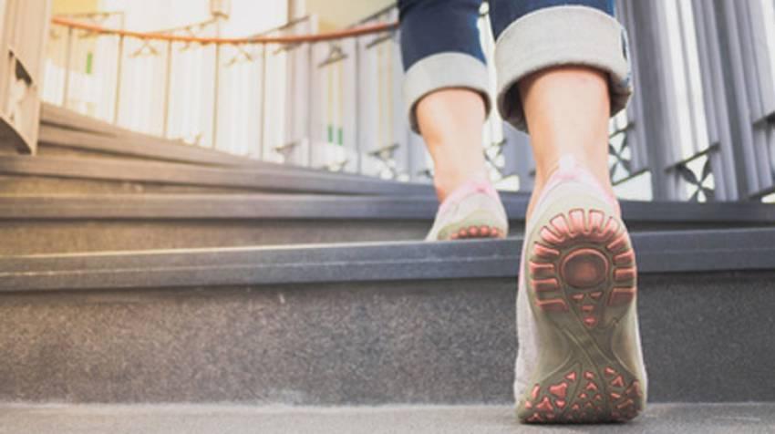 ¿Por qué duelen las piernas al andar?